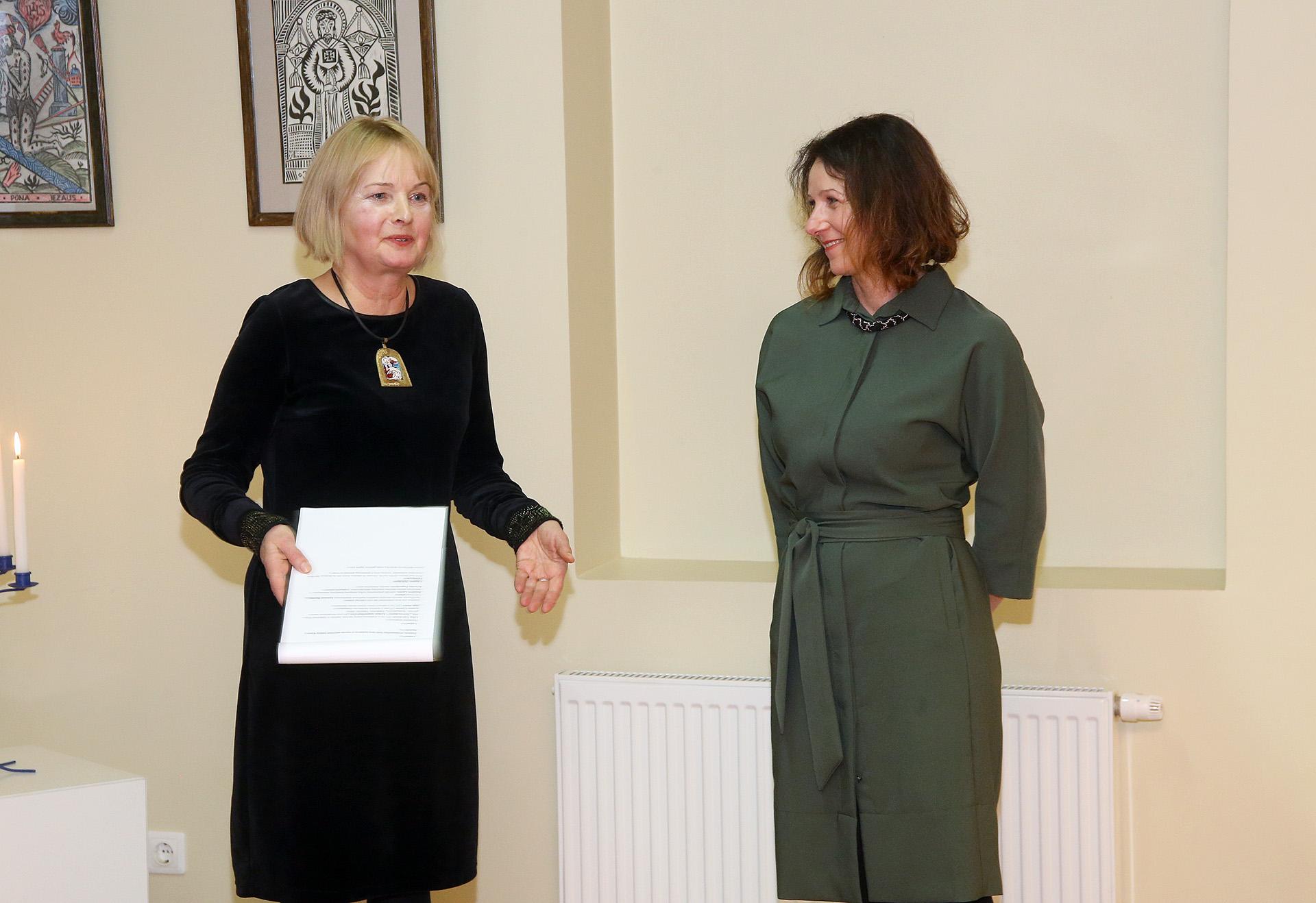 Tradicinio amato statuso sertifikatą gavusi Inga Skučė intensyviai plėtoja senąjį vilnos vėlimą. / A. Barzdžiaus nuotr.