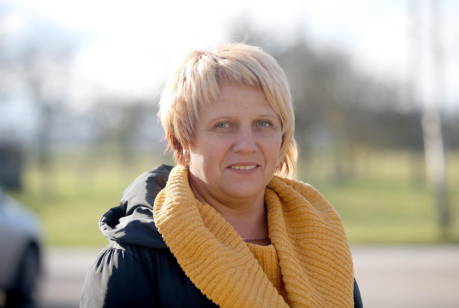 Miegėnų bendruomenės pirmininkės pareigas einanti Vijolė Juknienė džiaugiasi jaukiomis bendruomenės centro patalpomis. / A. Barzdžiaus nuotr.