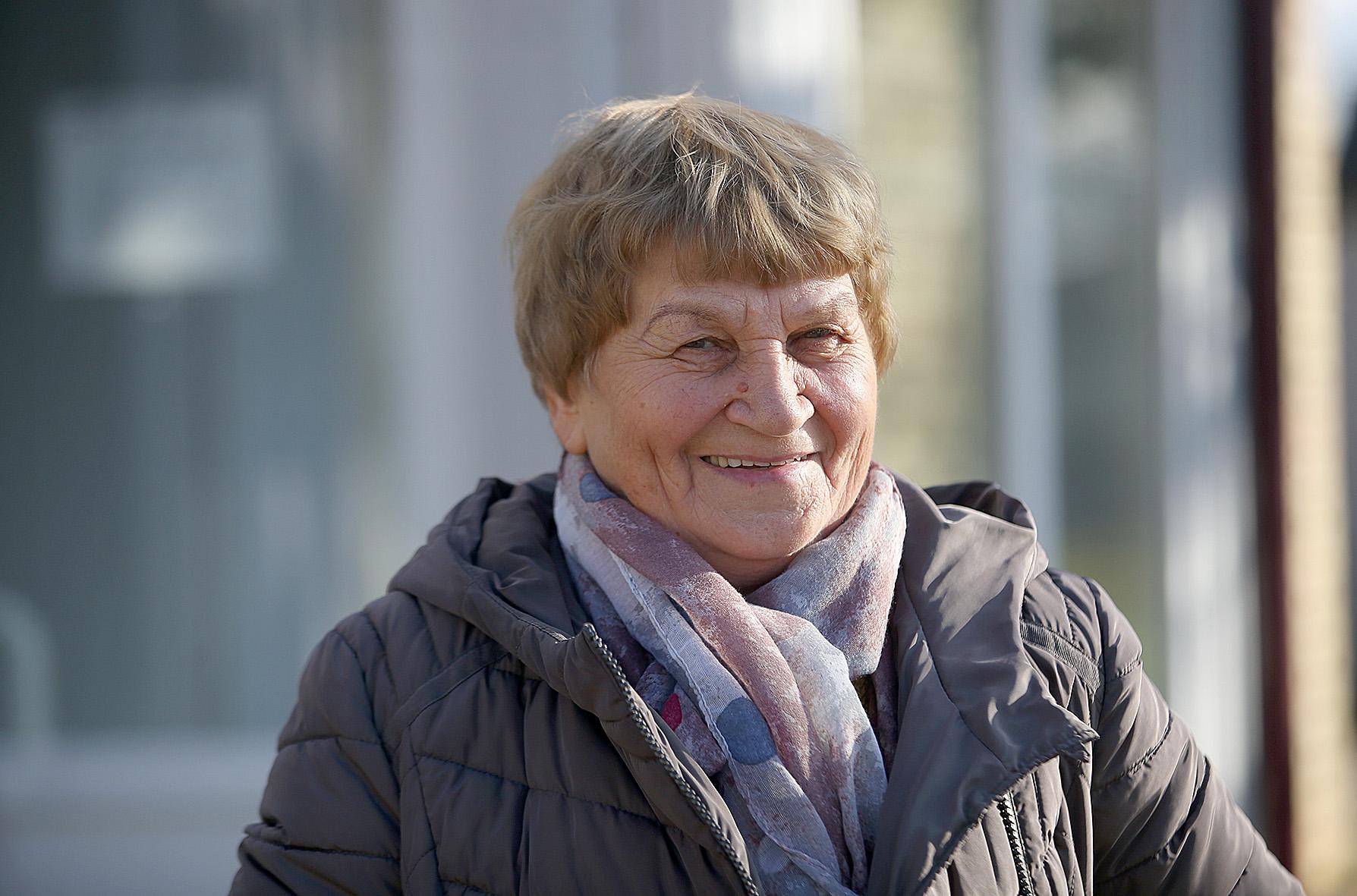 Ilgametė Miegėnų kaimo gyventoja, buvusi pirmoji Miegėnų bendruomenės centro pirmininkė Veronika Bajorūnienė mena ne tik tai, kaip ilgainiui keitėsi kaimas, ją supanti aplinka, bet ir kaimelyje gyvenantys žmonės. / A. Barzdžiaus nuotr.