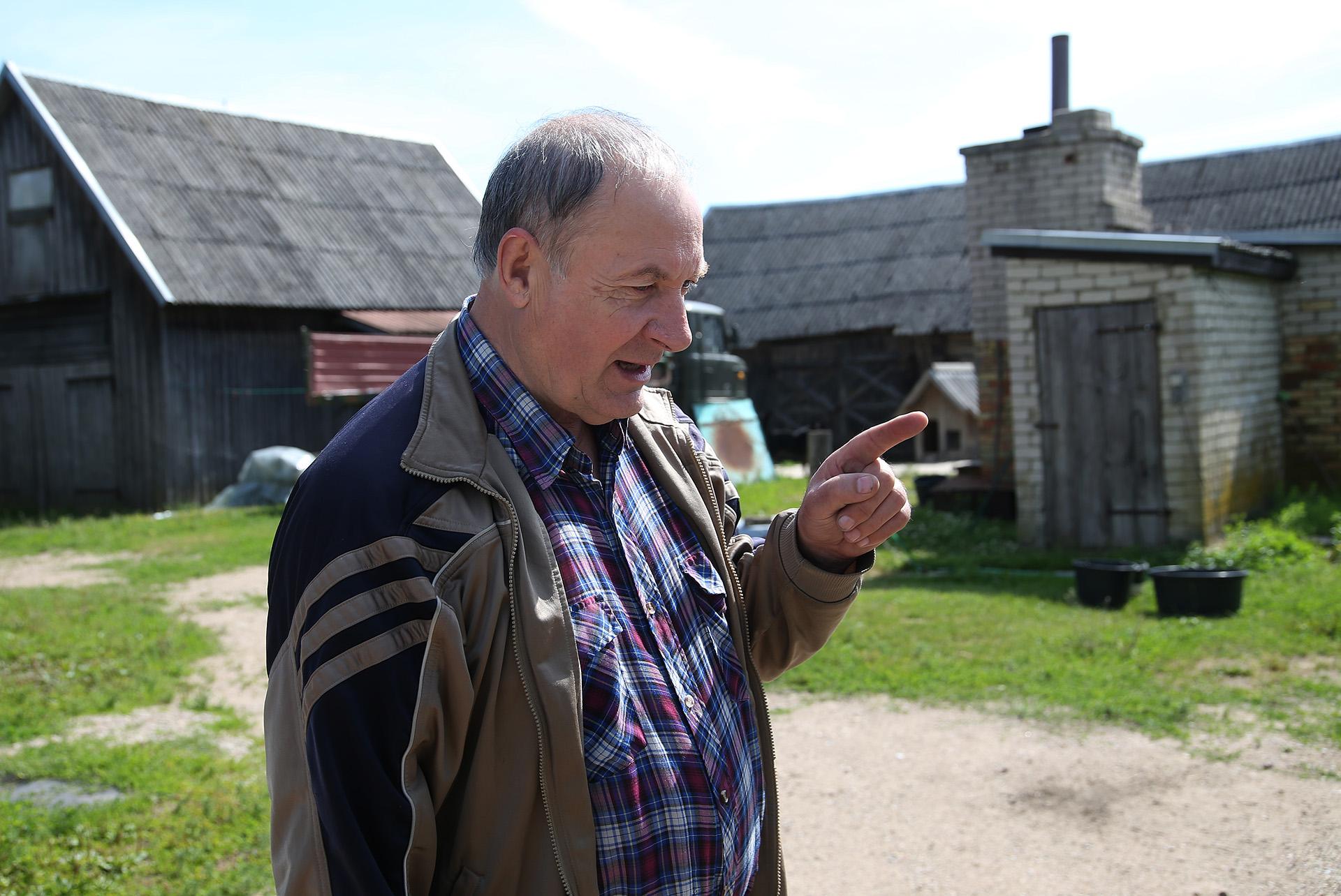 Leoną žmonės tyčia ar netyčia yra išrinkę kaimo šviesuoliu, mat vyras daug pasaulio matęs. A. Barzdžiaus nuotr.