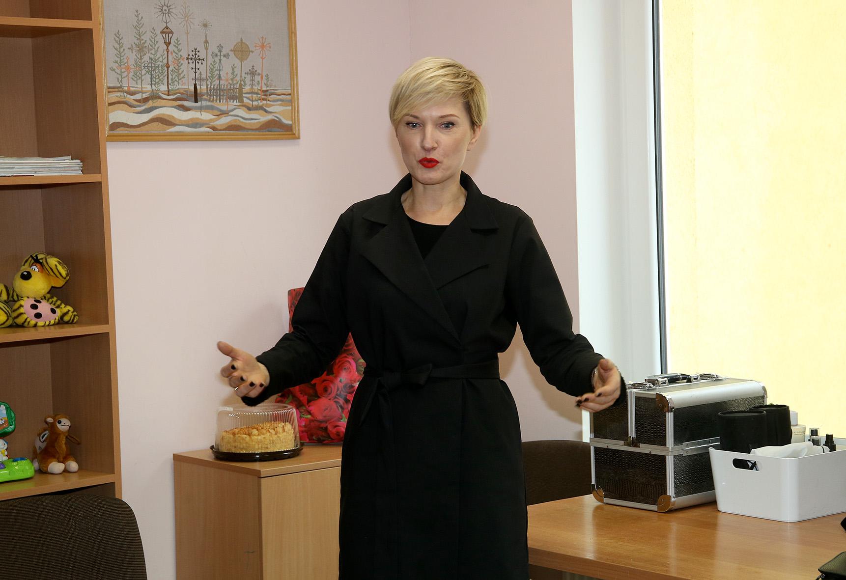 Algė Sutkevičienė su kolegėmis moterims siekė parodyti, kad yra ir kitokia gyvenimo pusė, kurioje kiekviena moteris gali būti graži. Algimanto Barzdžiaus nuotr.