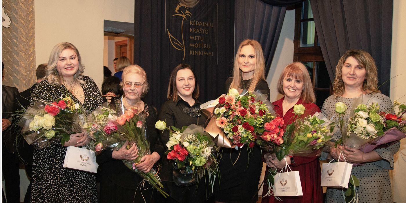 (Iš kairės) Metų Altruistė Indrė Saldytė, Metų Kūrėja Leokadija Norbutienė-Mockienė, Metų Ambasadorė Justina Gikniūtė-Kočetova, Metų Specialistėmis buvo paskelbtos net dvi moterys – gydytoja Gintarė Paškevičienė ir pedagogė Danguolė Tumėnienė, Metų Mama Violeta Šaltienė. / G. Minelgaitės-Dautorės nuotr.