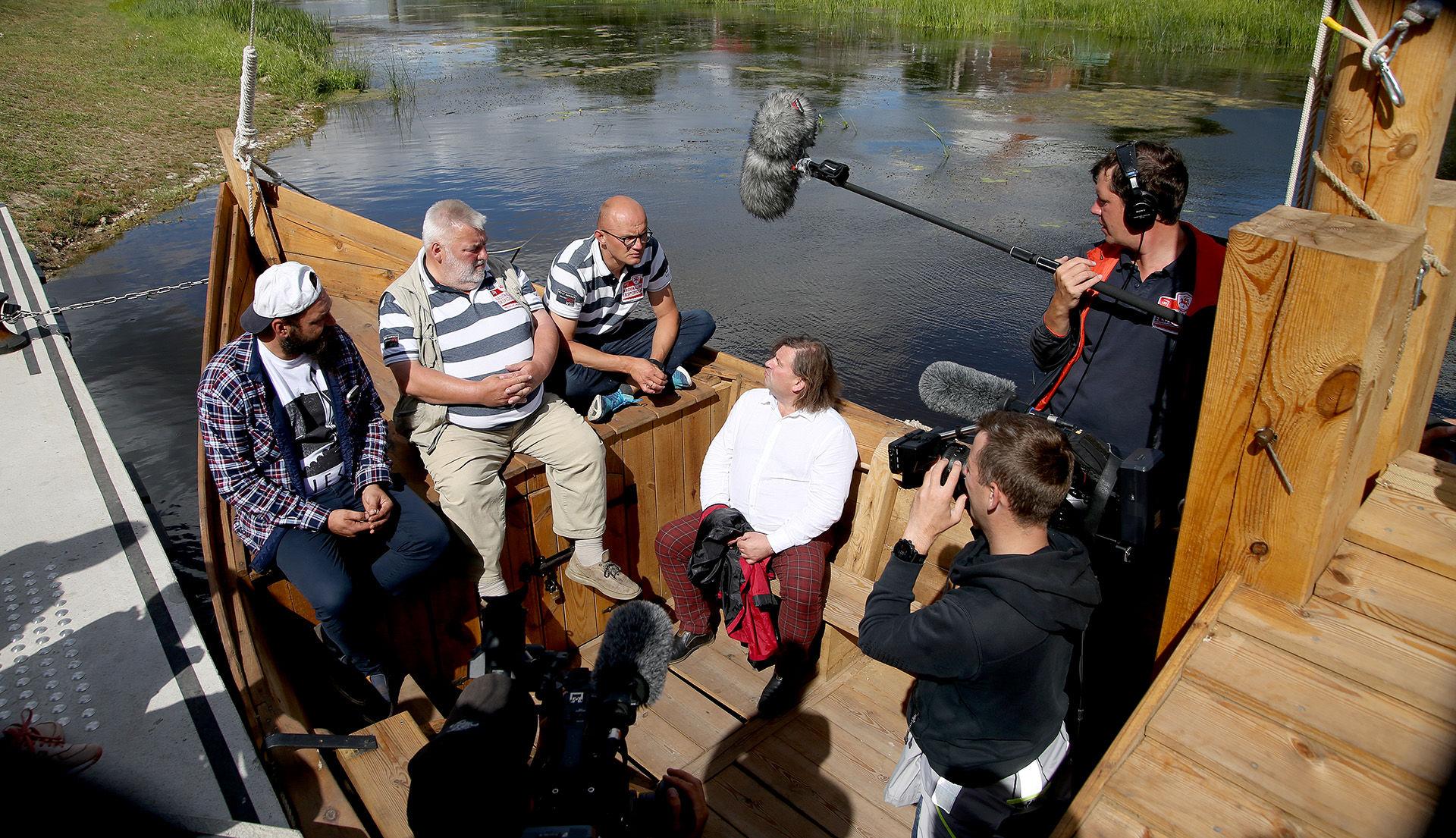 Svečiai apžiūrėjo ir Nevėžio upėje, ties pėsčiųjų tiltu, įkurdintą kėdainiečio Dariaus Petkevičiaus statytą vytinę./ Algimanto Barzdžiaus nuotr.