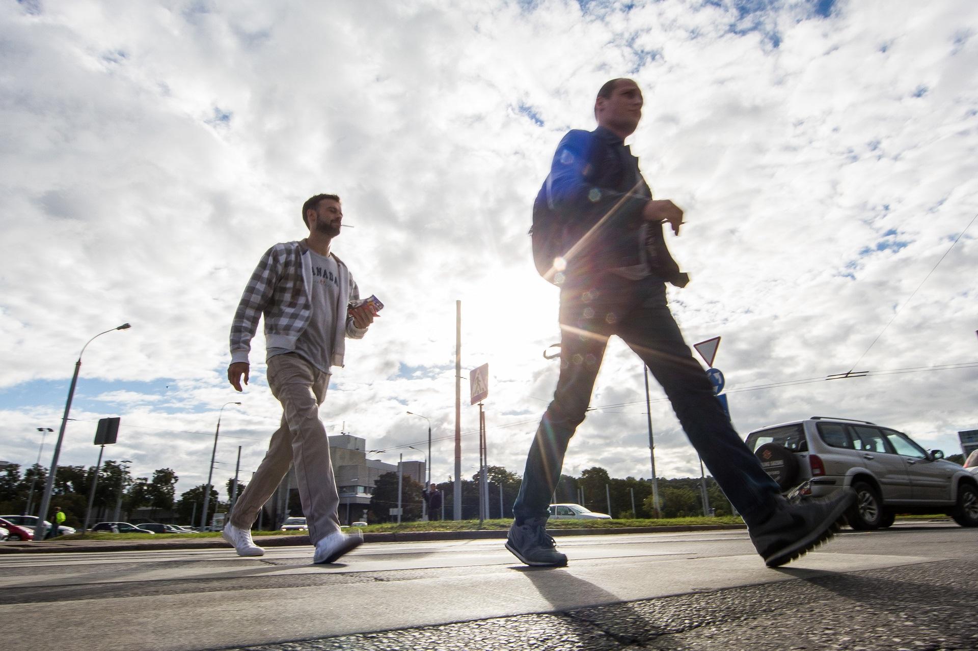 Kasmet keliuose yra sužeidžiama ir žūsta daugybė pėsčiųjų ir, nors statistika gerėja, tokių aukų išvengti vis dar nepavyksta. / BNS nuotr.