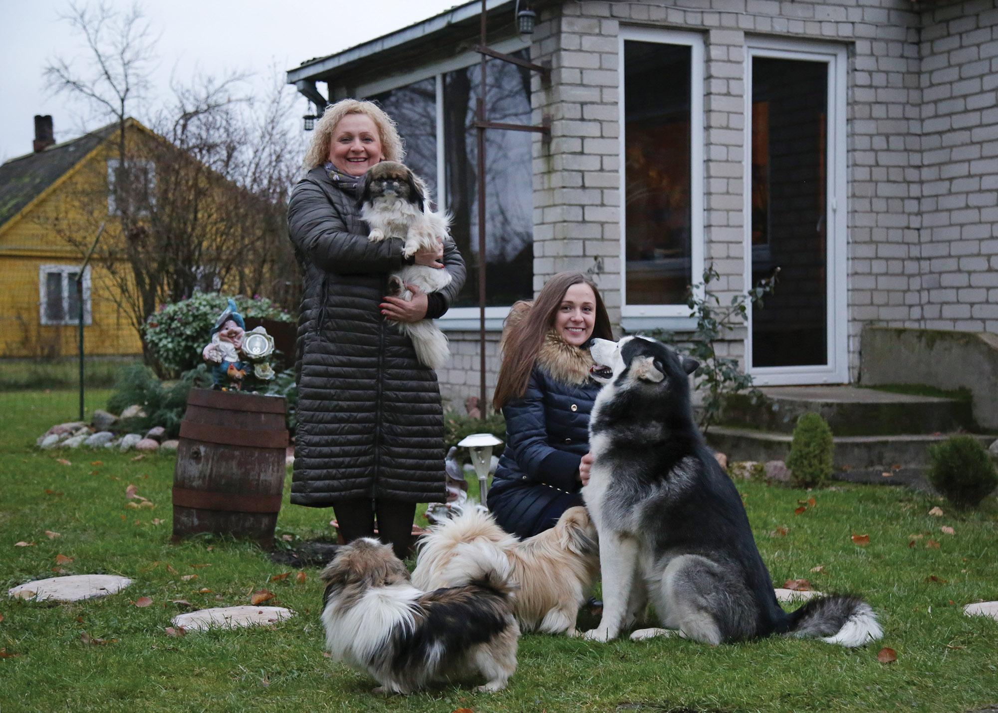Meilė gyvūnamsnestokoja ne tik Sandra, bet ir jos vyras Giedrius bei jų vaikai./ G. Minelgaitės-Dautorės nuotr.