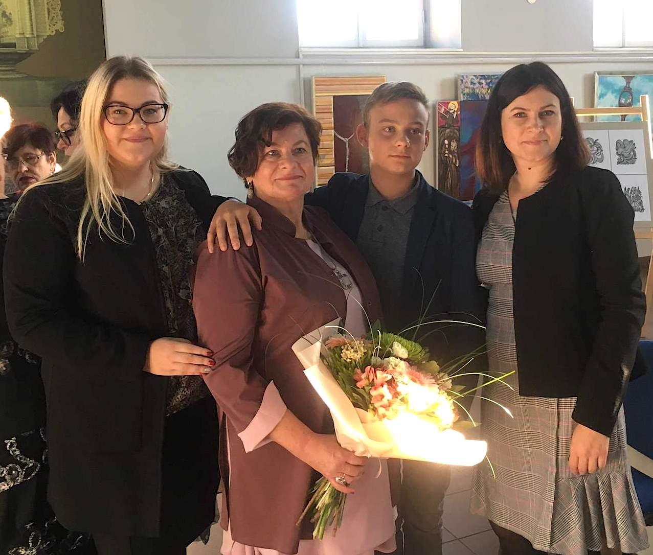 Rita Rabikaitė-Sakalauskienė su dukra Kristina (dešinėje) ir anūkais Gabija bei Nojumi. / Asmeninio archyvo nuotr.