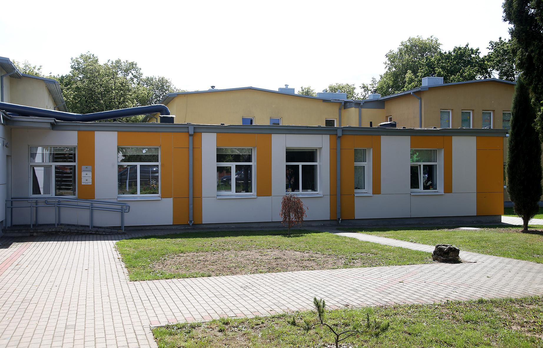 Kėdainių pagalbos šeimai centre veikia vaikų dienos centras, globos centras, laikino apgyvendinimo namai motinoms ir vaikams, vykdoma atvejo vadybos funkcija Kėdainių r. savivaldybės mastu, vyksta socialinis darbas su šeimomis, vykdomas Kompleksinių paslaugų šeimai teikimo projektas Bendruomeniniuose šeimos namuose, bendradarbiaujant su Kėdainių moterų krizių centru.