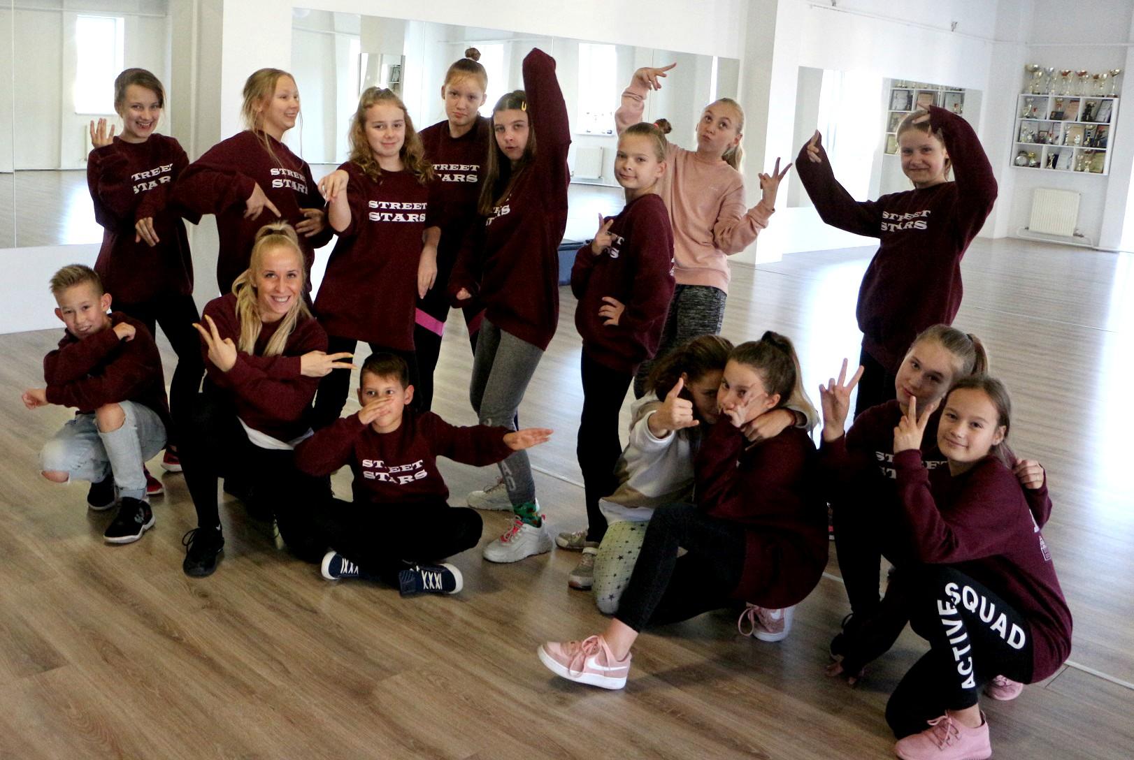 """Pernai 8–12 metų vaikų kolektyvas """"Street stars"""" debiutavo Lietuvos gatvės šokių čempionate """"Lithuania Open 2019"""" ir savo kategorijoje tapo šių varžybų nugalėtoja bei iškovojo teisę atstovauti Lietuvą pasaulyje. / Asmeninio archyvo nuotr."""