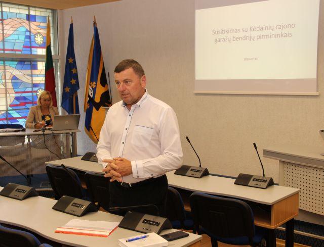 Rajono meras Valentinas Tamulis inicijavo visų oficialiai Kėdainių rajono savivaldybėje registruotų garažų bendrijų atstovų susitikimą./ Kėdainių r. savivaldybės nuotr.