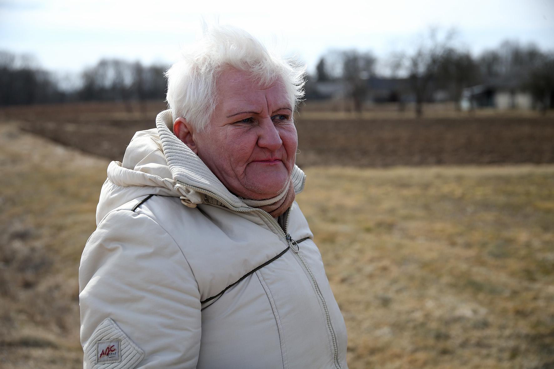 Jūratė sako, kad didžioji dalis kaime gyvenančių vyresnio amžiaus žmonių pragyvena iš gaunamų pensijų, o jaunesni važiuoja dirbti į Kėdainius ar kitus mūsų rajono miestelius. A. Barzdžiaus nuotr.