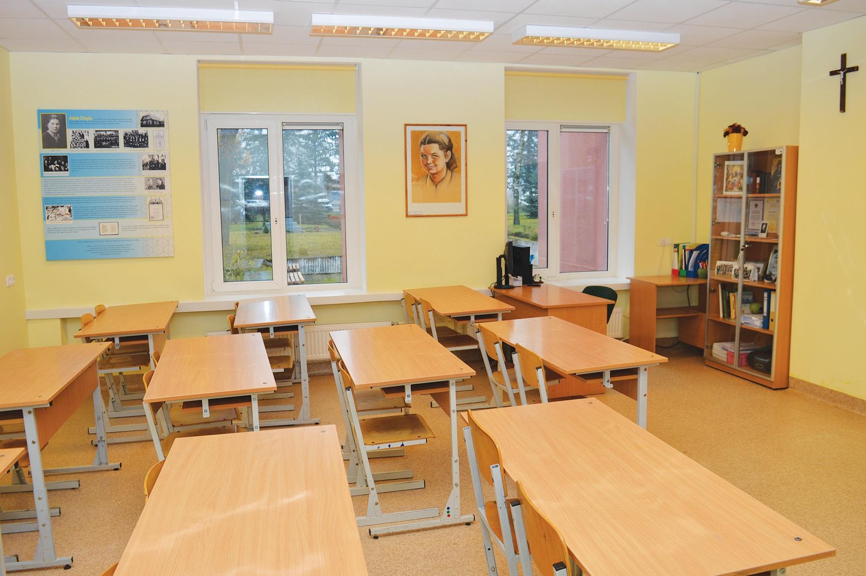Gimnazijos bendruomenė puoselėja pilietiškumo ir tautiškumo tradicijas ir didžiuojasi Šaulių būreliu, muziejumi bei Adelės Dirsytės kabinetu.