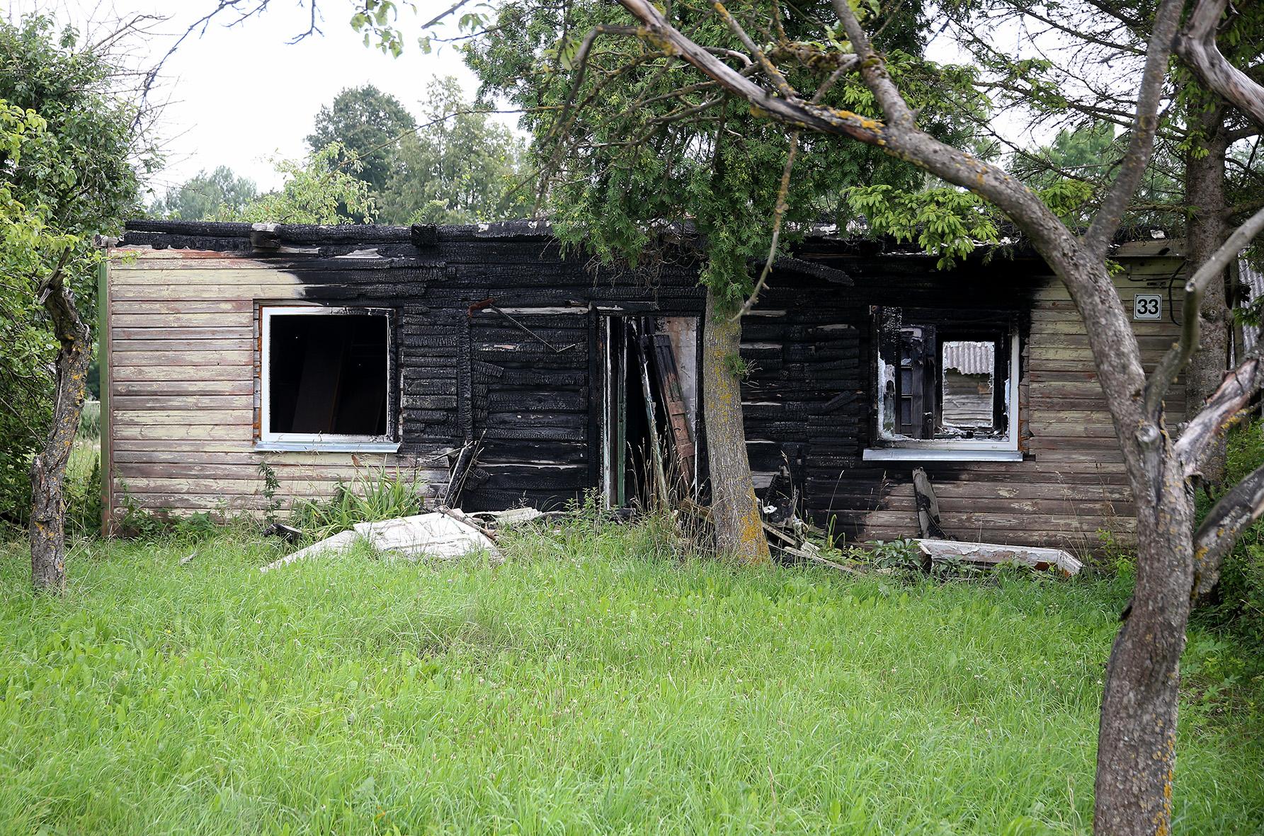 Šioje vietoje lankėmės lygiai prieš pusantrų metų – tuomet čia sudegė jaunos šeimos namas. A. Barzdžiaus nuotr.
