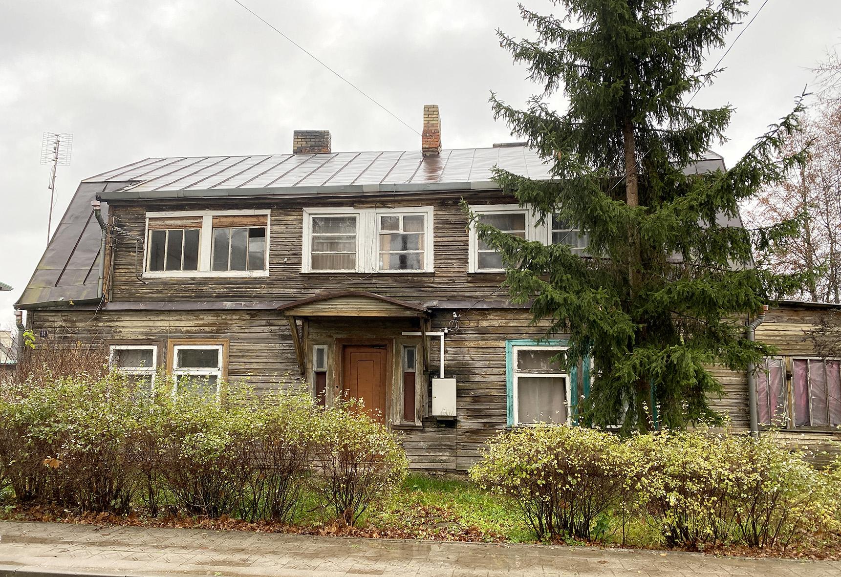 Žemaitės g. 11 namas statytas dar 1935 metais. Pastatas medinis, pripažintas avariniu, tad netrukus jį ketinama nugriauti. / A. Barzdžiaus nuotr.