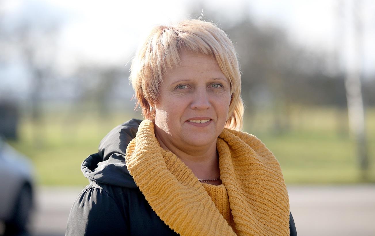 """Miegėnų bendruomenės pirmininkė Vijolė Juknienė pasidžiaugė 2020 metais įgyvendintu projektu """"Lai tradicijos veža""""."""