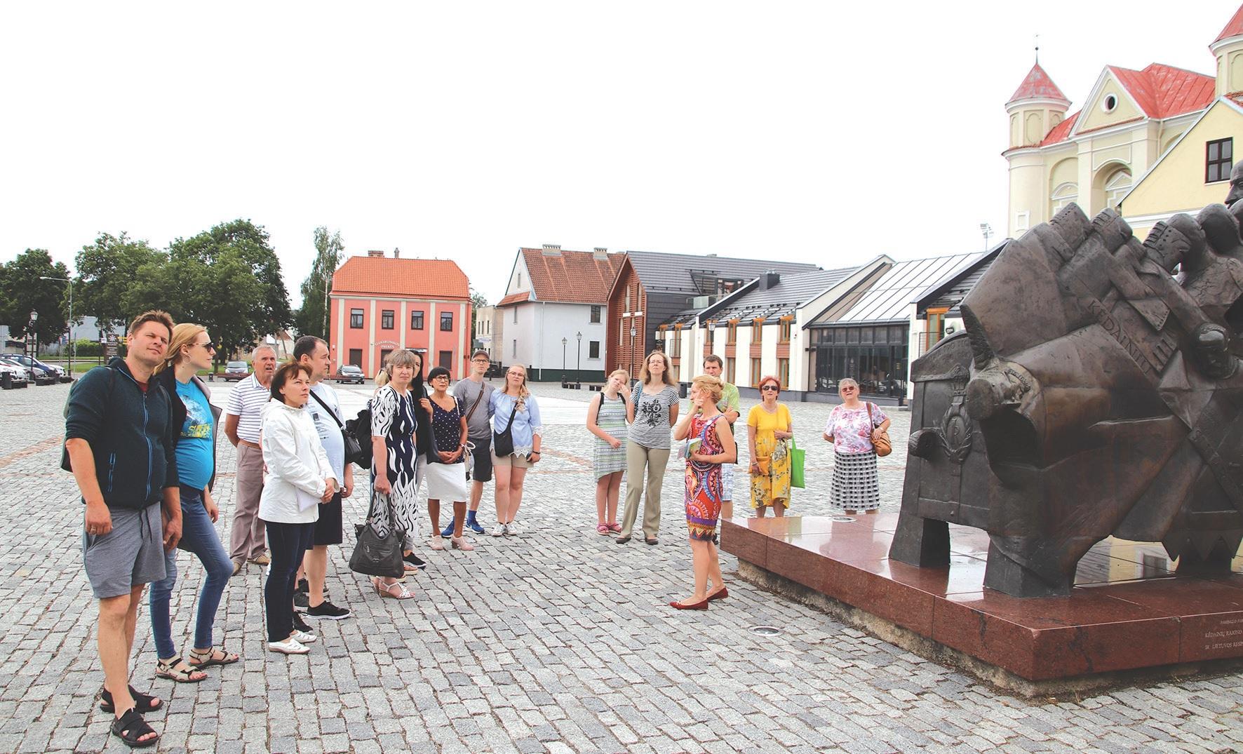Kėdainių turizmo ir verslo informacijos centro vadybininkė Edita Mongirdaitė veda ekskursiją./ Asmeninio archyvo nuotr.