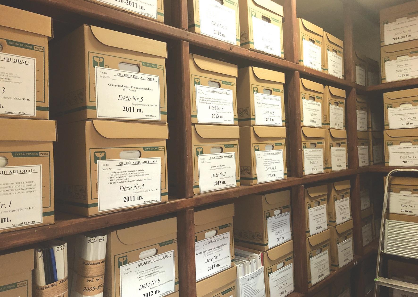 """Vadovaujantis Bendrųjų dokumentų saugojimo terminų rodykle ir Nevalstybinių organizacijų ir privačių juridinių asmenų dokumentų rengimo, tvarkymo ir apskaitos taisyklėmis """"Vikonda grupės"""" įmonėse yra kaupiami ir saugomi dviejų tipų dokumentai: ilgai ir trumpai saugomi./Džestinos Borodinaitės nuotr."""