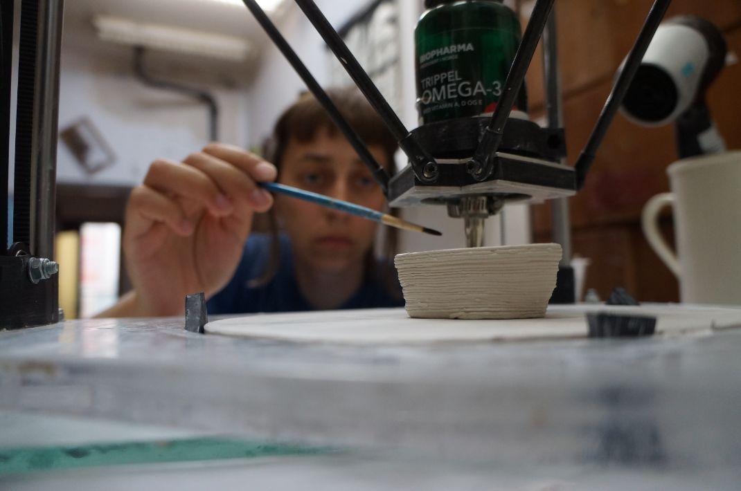 Kaulinio porceliano darbai išdegdami 1280 °C temperatūroje susitraukia net iki 15 procentų./Organizatorių nuotr.